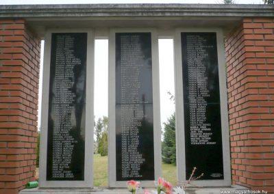 Apátfalva II. világháborús emlékmű 2012.07.13. küldő-Sümec (2)
