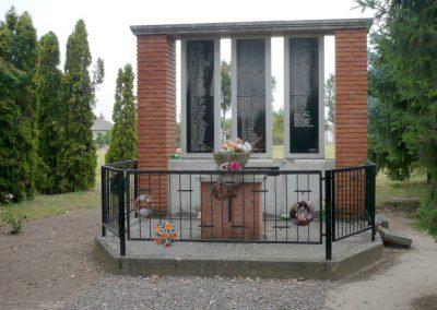 Apátfalva II. világháborús emlékmű 2012.07.13. küldő-Sümec (8)
