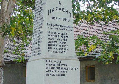 Aparhant világháborús emlékmű 2003.10.12. küldő-Pfaff László, Rétság