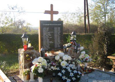 Apc II.vh emlékmű 2007.11.01.küldő-Mónika39 (1)