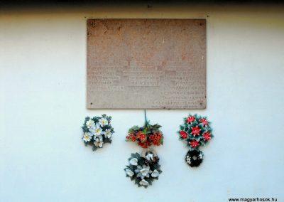 Aranyosgadány világháborús emléktábla 2012.07.31. küldő-KRySZ (1)
