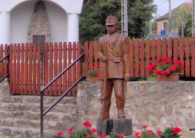 Arka világháborús emlékmű 2007.09.07. küldő-Ágca (1)