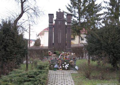 Arló világháborús emlékmű 2008.01.27.küldő-Kályhás