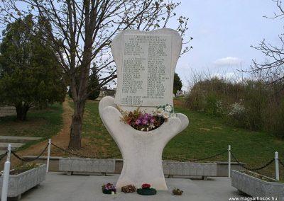 Arnót világháborús emlékmű 2012.04.13. küldő-Pataki Tamás