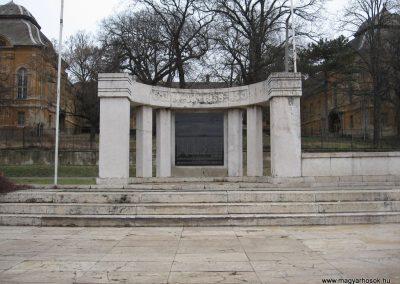 Aszód világháborús emlékmű 2009.02.10. küldő-kalyhas (1)