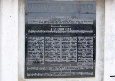 Aszód világháborús emlékmű 2009.02.10. küldő-kalyhas (3)