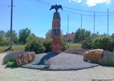 Aszófő hősi emlékmű 2010.07.08. küldő-Csiszár Lehel