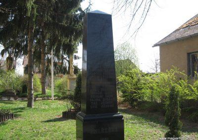 Attala II.vh. emlékmű 2009.04.04. küldő-kalyhas (1)