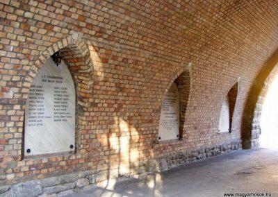 Bábolna Hősök kapuja 2012.08.04. küldő-Méri (2)