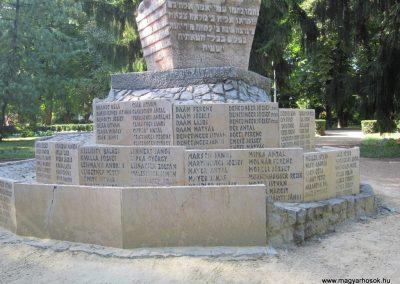 Bácsalmás II.vh emlékmű 2011.08.17. küldő-kalyhas (7)