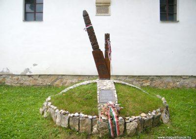 Bánffyhunyad hősi emlékmű 2011.07.04. küldő-Erika67