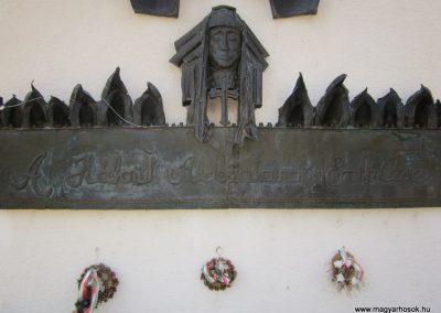 Bánk hősök tere világháborús emlék 2011.08.15. küldő-kalyhas (3)