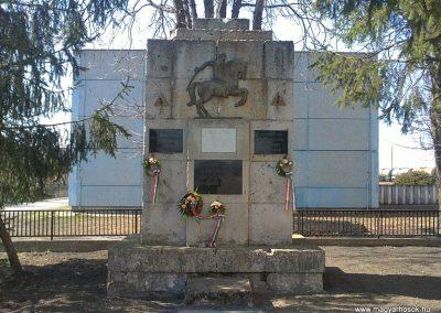 Bánréve hősi emlékmű 2012.03.20. küldő-Pataki Tamás (1)