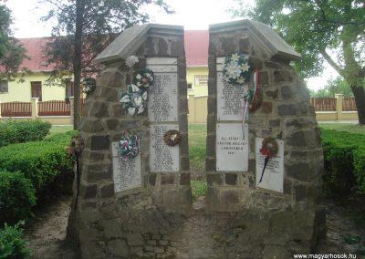 Báránd világháborús emlékmű 2009.05.16. küldő-Huszár Peti (7)