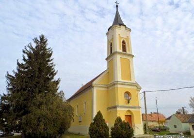 Bársonyos, I. és II. világháborús emléktábla a katolikus templom falán