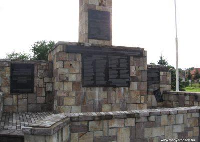 Bátonyterenye Hősi emlékmű 2008.07.15. küldő-kalyhas (3)