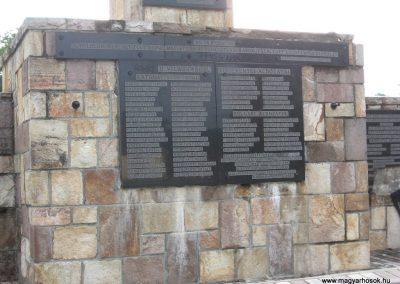 Bátonyterenye Hősi emlékmű 2008.07.15. küldő-kalyhas (4)