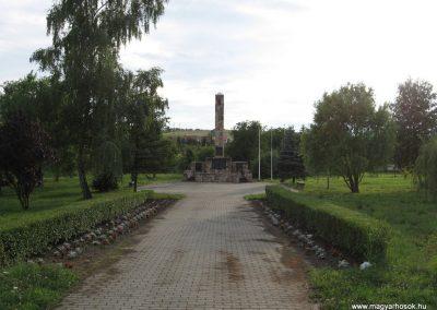 Bátonyterenye Hősi emlékmű 2008.07.15. küldő-kalyhas