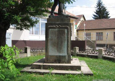 Bátonyterenye I.vh emlékmű 2007.07.01. küldő-kalyhas (3)