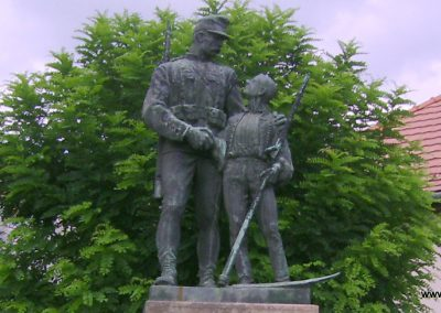 Bátonyterenye I.vh emlékmű 2009.08.15. felújítás után küldő-Kovács Nikolett (1)