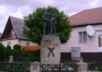 Bátonyterenye I.vh emlékmű 2009.08.15. felújítás után küldő-Kovács Nikolett