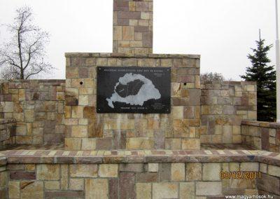 Bátonyterenye- hősi emlékműből lett trianon emlék 2011.12.03. De hová lettek a hősök neveit tartalmazó márványtáblák... reméljük,méltó helyen új emlék készül (1)
