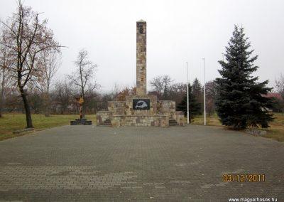 Bátonyterenye- hősi emlékműből lett trianon emlék 2011.12.03. De hová lettek a hősök neveit tartalmazó márványtáblák... reméljük,méltó helyen új emlék készül(t)!
