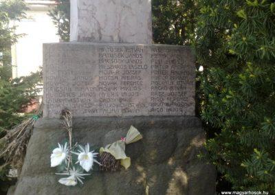 Bátorkeszi világháborús emlékmű 2010.05.01. küldő-Horváth Zsolt (3)