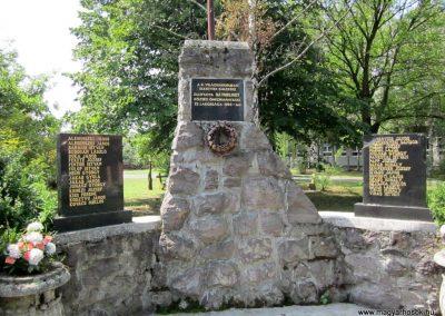 Bátorliget II. világháborús emlékmű 2014.08.04. küldő-kalyhas (2)