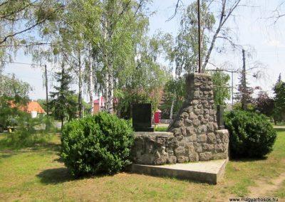 Bátorliget II. világháborús emlékmű 2014.08.04. küldő-kalyhas (6)