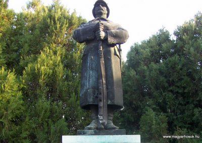 Bátya világháborús emlékmű 2006.11.08. Küldő-Markó Péter (2)