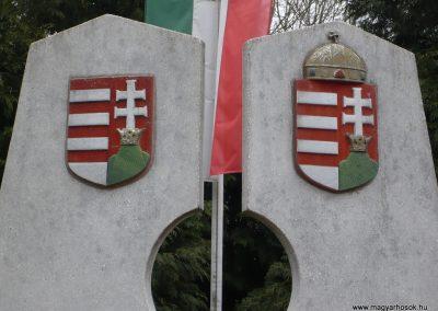 Báza világháborús emlékmű 2009.01.07.küldő-Sümec (2)