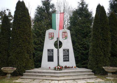 Báza világháborús emlékmű 2009.01.07.küldő-Sümec (3)