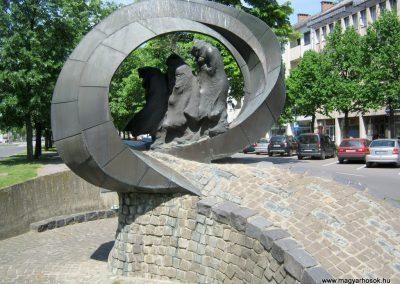 Békéscsaba II. világháborús emlékmű 2015.05.09, küldő-Emese (20)