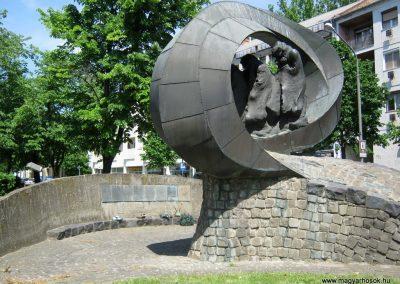 Békéscsaba II. világháborús emlékmű 2015.05.09, küldő-Emese (25)