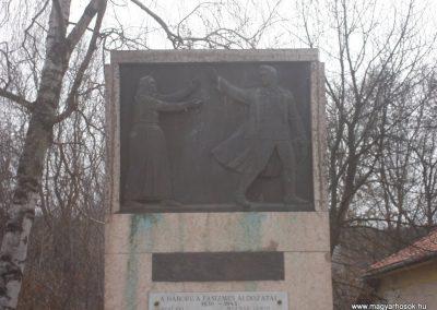Bénye világháborús emlékmű 2009.02.13. küldő-Huszár peti (3)