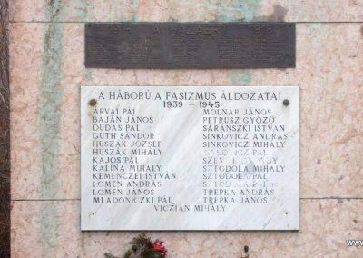 Bénye világháborús emlékmű 2009.02.13. küldő-Huszár peti (4)