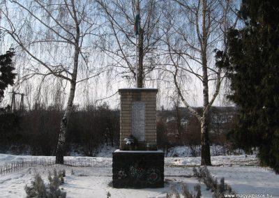 Bér II.vh emlékmű 2010.01.26. küldő-kalyhas (1)