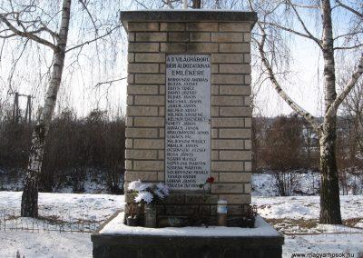 Bér II.vh emlékmű 2010.01.26. küldő-kalyhas (2)