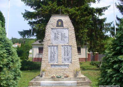 Bérbaltavár világháborús emlékmű 2011.06.18. küldő-HunMi (5)