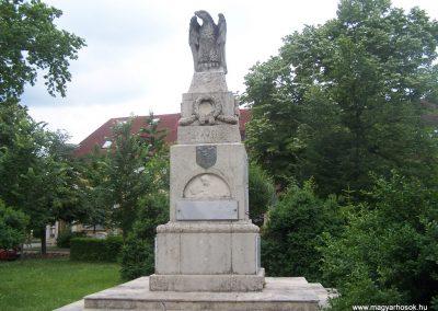 Bóly világháborús emlékmű 2009.06.01,.küldő-Horváth Zsolt (1)