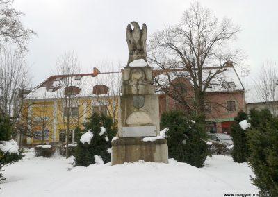 Bóly világháborús emlékmű - télen 2012.02.18. küldő-Balogh Csaba (2)