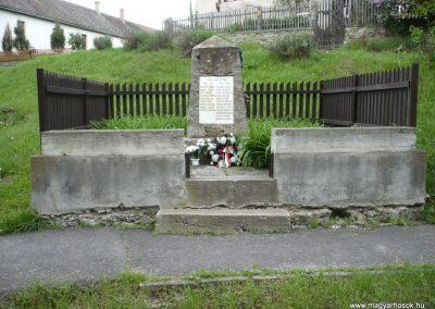 Bózsva világháborús emlékmű 2010.05.08. küldő-Sümec (1)
