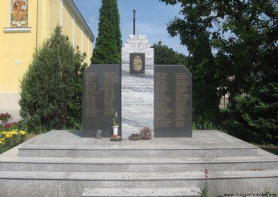 Bököny II.vh emlékmű 2009.07.02.küldő-kalyhas (1)