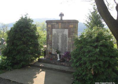 Bükkszék világháborús emlékmű 2009.05.02.küldő-kalyhas (3)