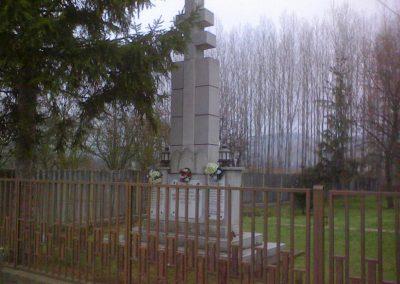 Bükkszenterzsébet világháborús emlékmű 2006.12.04. küldő-kalyhas (3)