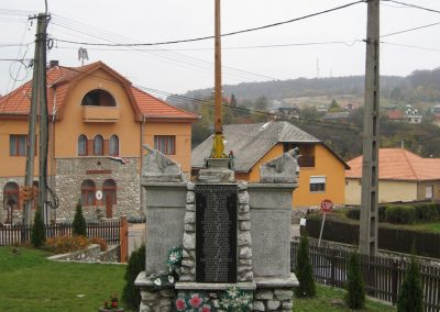 Bükkszentkereszt világháborús emlékmű-2008.10.26.küldő-Kályhás (2)