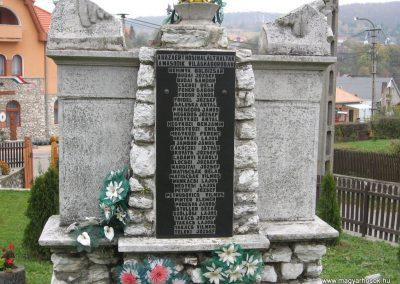 Bükkszentkereszt világháborús emlékmű-2008.10.26.küldő-Kályhás (3)