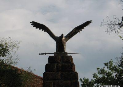 Bükkzsérc I.vh emlékmű 2009.08.12. küldő-kalyhas (1)