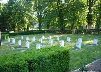 Babócsa világháborús emlékmű 2009.05.12.küldő-Sümec (11)